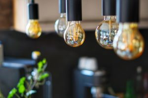 Lampadari moderni Leroy Merlin: come scegliere quello più adatto